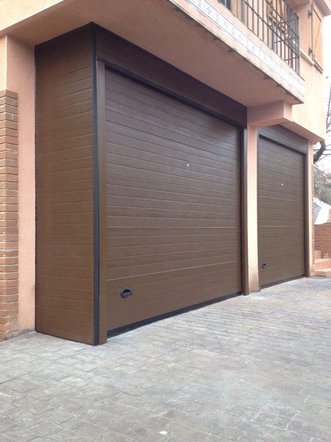 """conjunto de dos puertas seccionales panel """"efecto madera"""""""