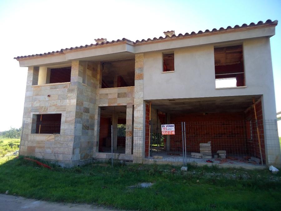 Construcción de 4 casas aisladas