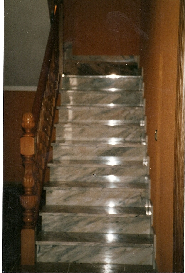 construcción de escalera de mármol