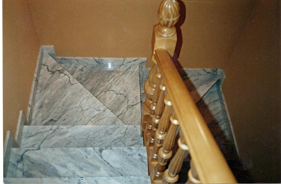 Foto construcci n de escaleras de m rmol y barandado for Construccion de escaleras