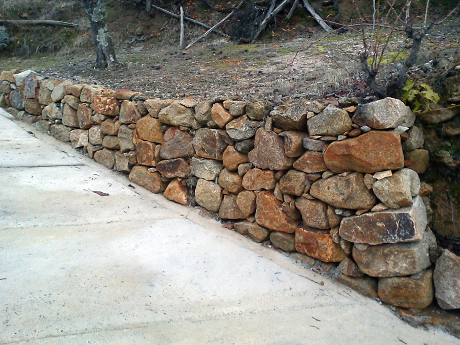 Foto construccion de muros de piedra y cimentacion de - Muros de piedra construccion ...