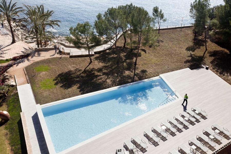 Foto construcci n de piscina en hotel de construint for Construccion de piscinas en granada