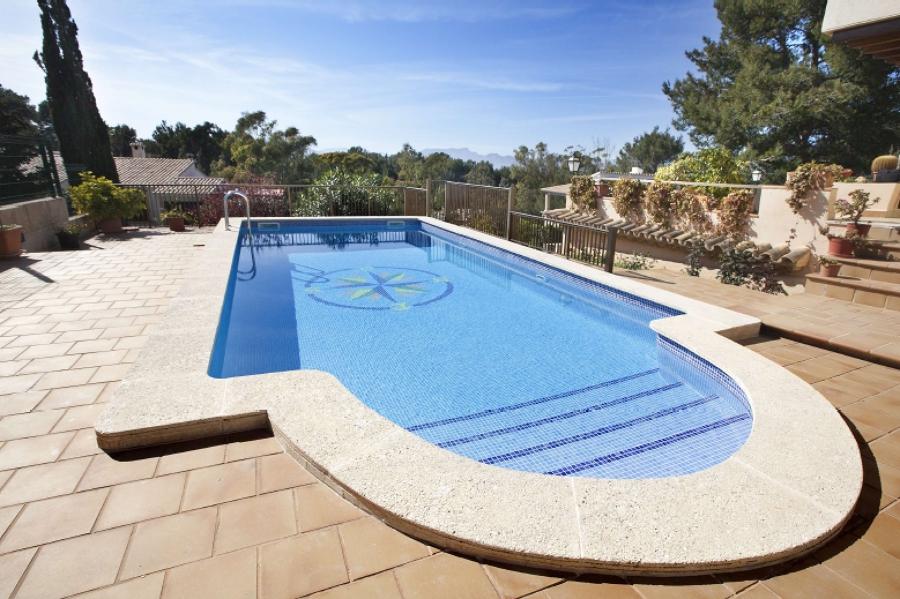 Foto construcci n de piscina de construint 541157 for Construccion de piscinas en granada