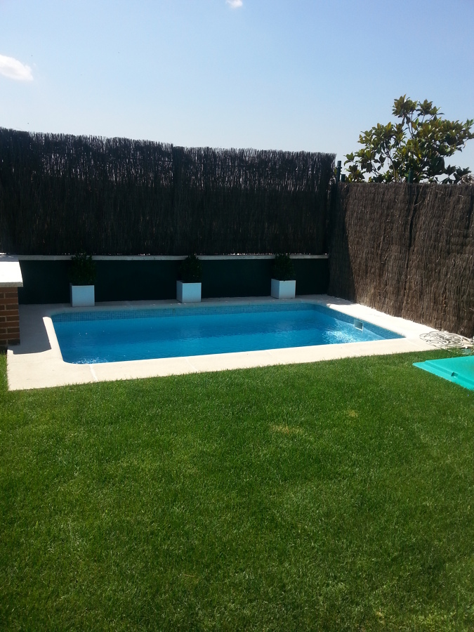 Foto construcci n de piscina de guadalseu 675145 for Construccion de piscinas en granada