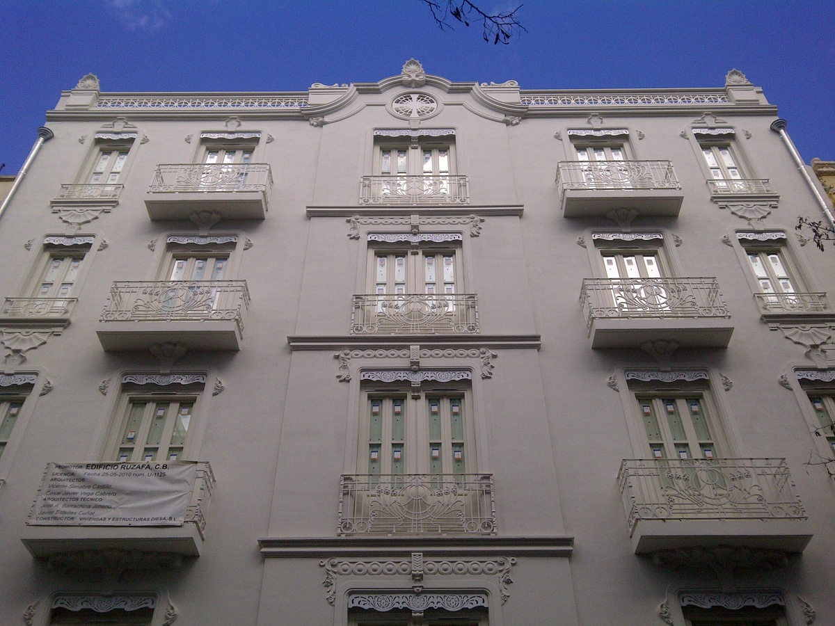 Construcción Edificio Manteniendo Fachada