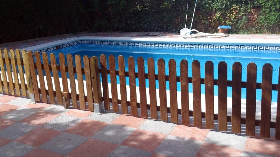 Foto construcci n y vallado piscina de servi comfort for Construccion de piscinas en granada