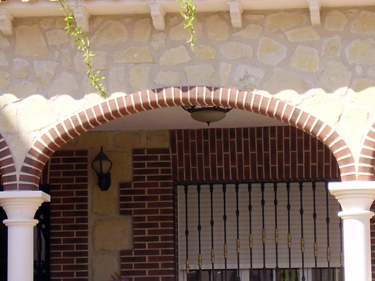Foto construsccion de arcos de construcciones y reformas for Arcos de ladrillo rustico