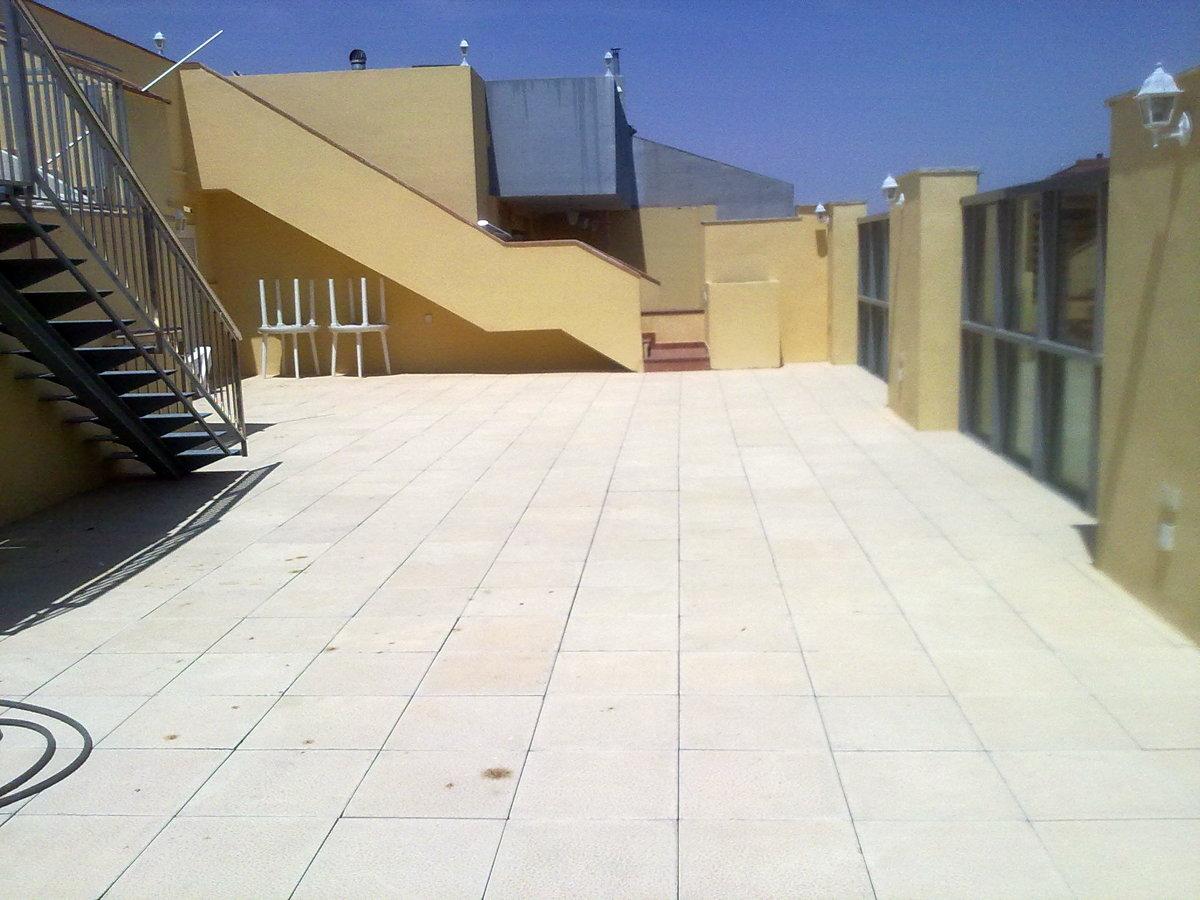 Foto contruccion de terraza y piscina en tico de - Piscina terraza atico ...