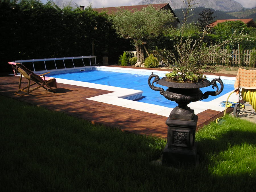 Foto la piscina de txaro de piscinas canales 1242611 for Piscina de canal