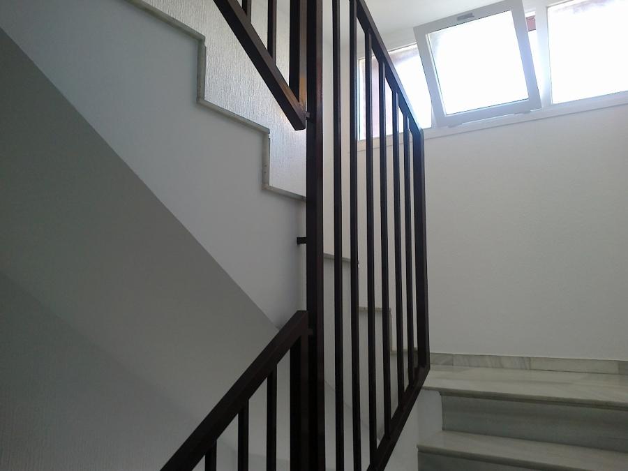 Cornella de Llobregat(Barcelona) escalera de 6 plantas pintada en dos semanas
