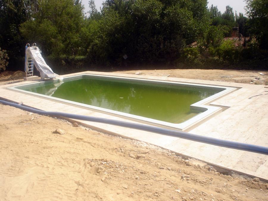 Foto coronaci n de piscina con piedra valdepe as de for Coronacion de piscinas