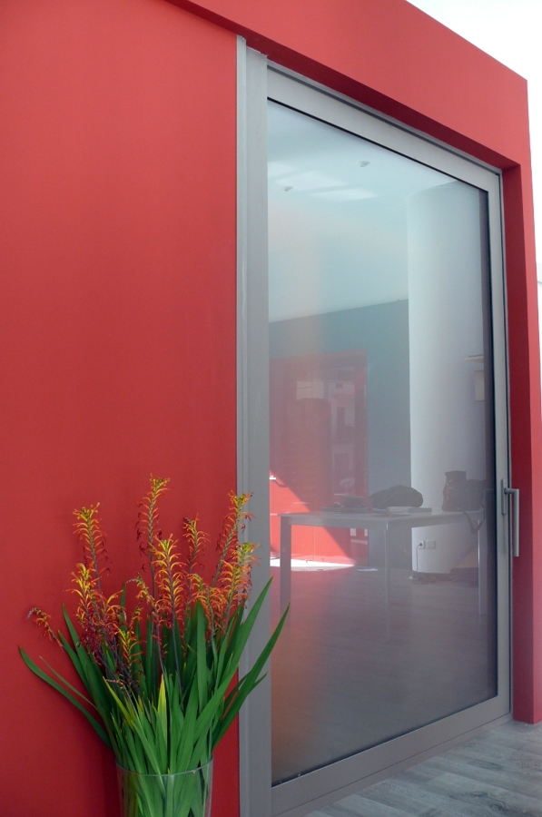 Corredera Technal elevable, perfil aluminio, vidrio mate