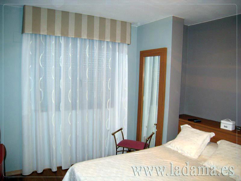 Foto cortina cl sica con bando de la dama decoraci n for Cortinas para salon clasico