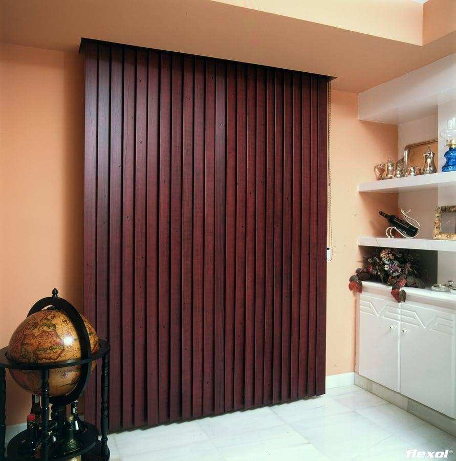 Foto cortina vertical de madera de persitoldos 197435 for Cortinas de madera para puertas