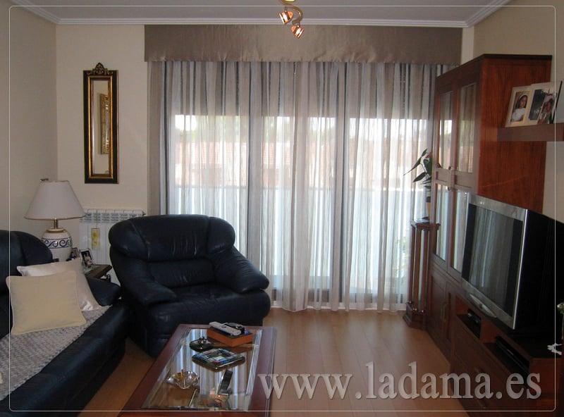Foto cortinas con bando para sal n de la dama decoraci n for Fotos de cortinas para salones modernos