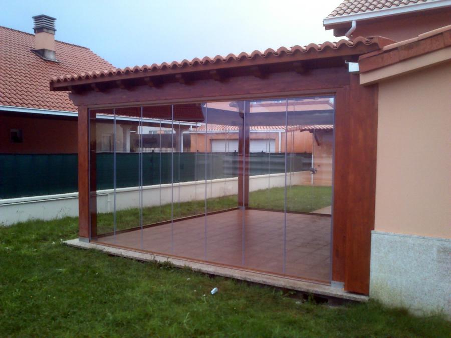 Foto cortinas de cristal en porche madera de rs - Porches de madera y cristal ...