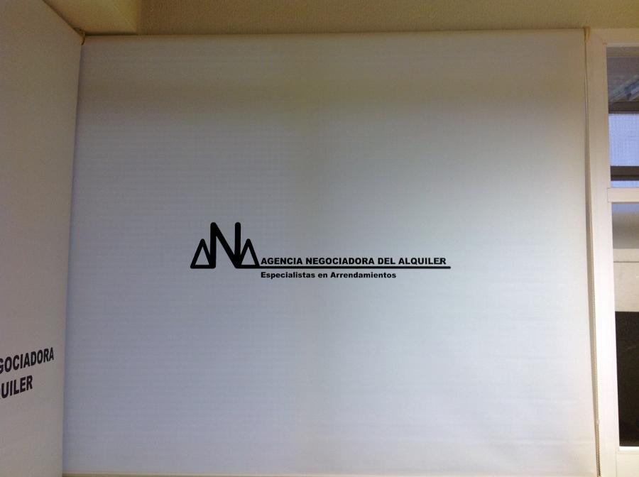 Cortinas enrollables con Logo serigrafiado