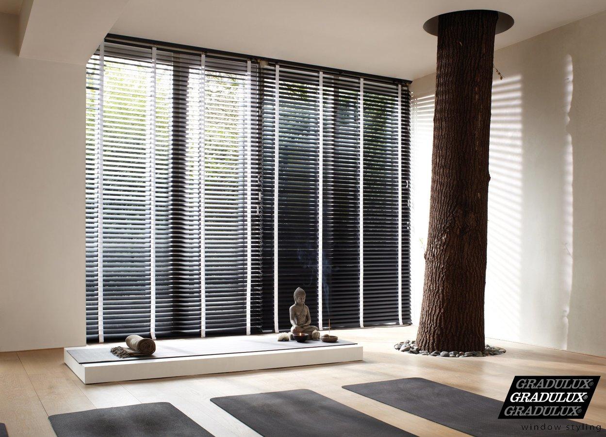 Foto cortinas venecianas de madera de gradulux de baines - Cortinas venecianas madera ...