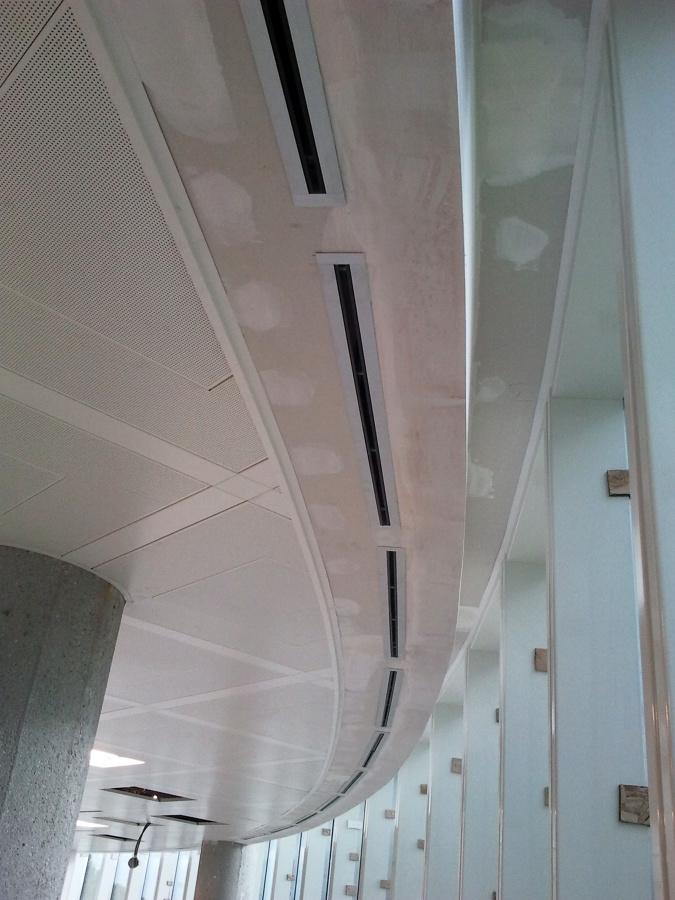 Foto cortinero curvo de falsos techos y pladur for Falso techo rustico