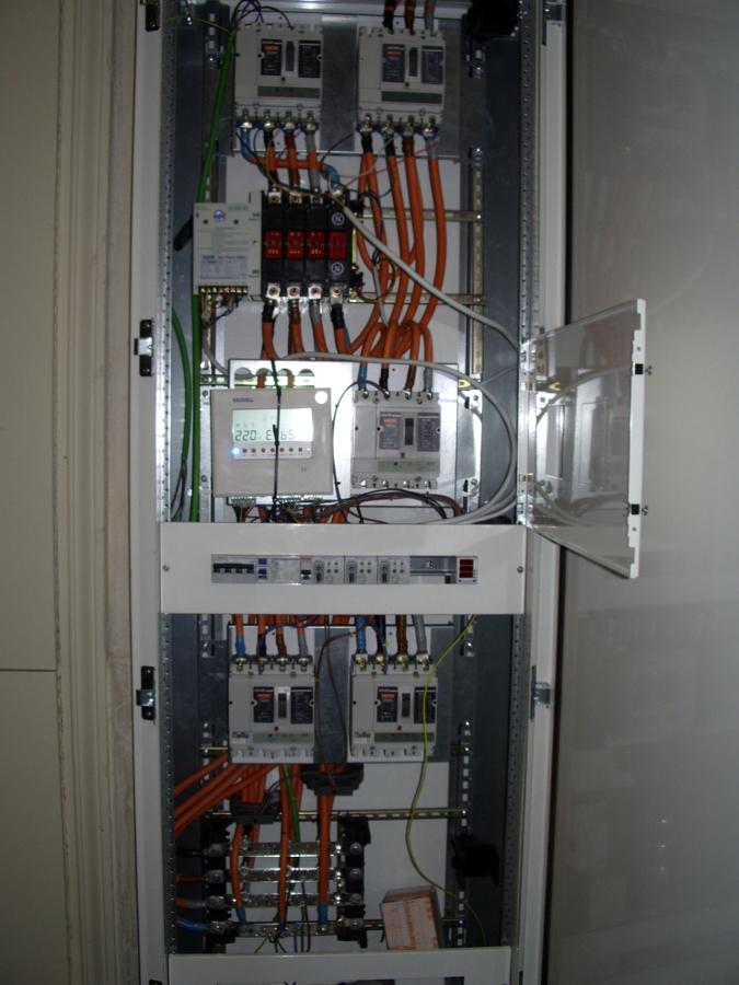Cuadro electrico para conmutar dos companias electricas