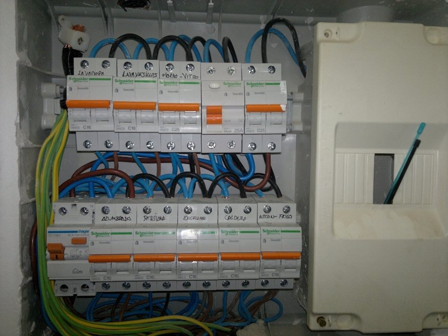 Foto cuadro electrico vivienda de electricidad yeiba for Como montar un cuadro electrico