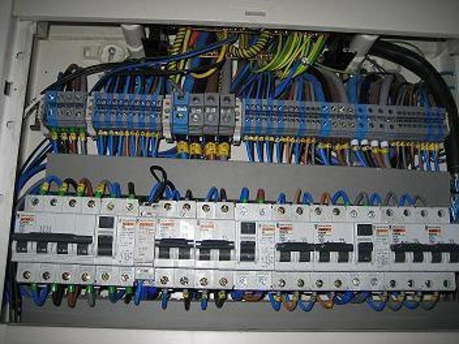 Foto cuadro industrial de ferllum electricista alicante - Electricista huelva ...