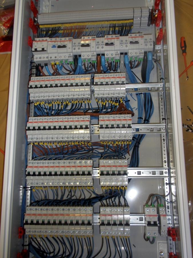 Foto cuadros el ctricos de abt electricidad s l 149033 for Como montar un cuadro electrico