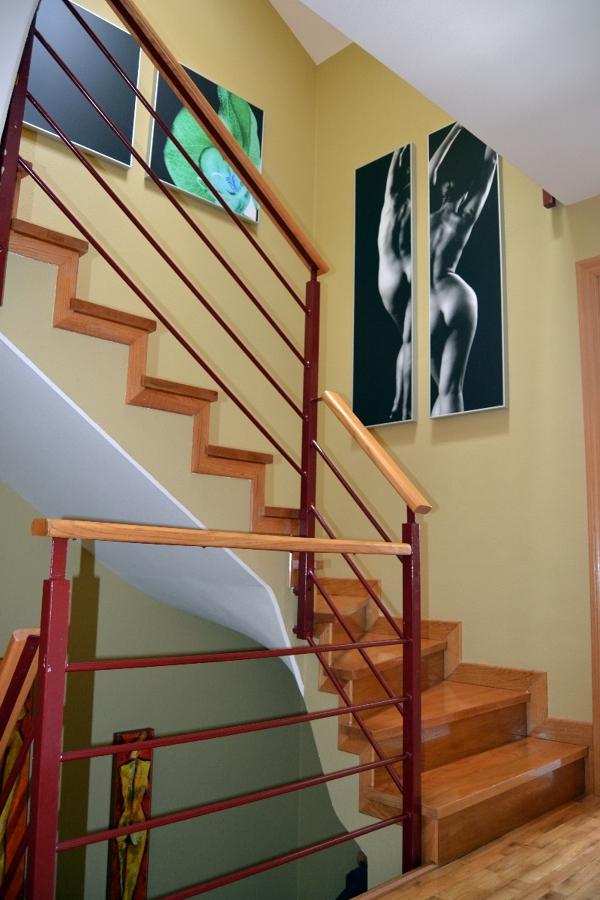 Foto cuadros en escaleras de diana 316957 habitissimo for Cuadros para escaleras