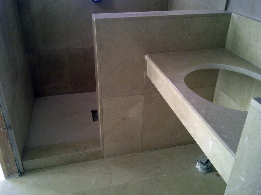 Foto cuarto ba o de marmol crema marfil de goditec - Cuartos de bano de marmol ...