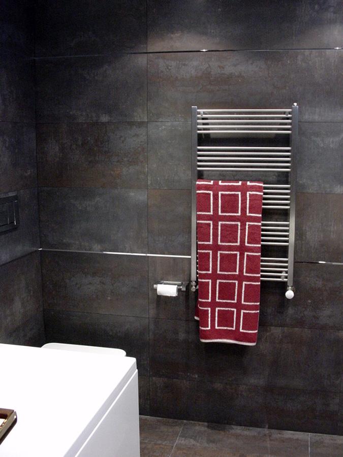 Cuarto de baño en las golfas de una vivienda en Barcelona