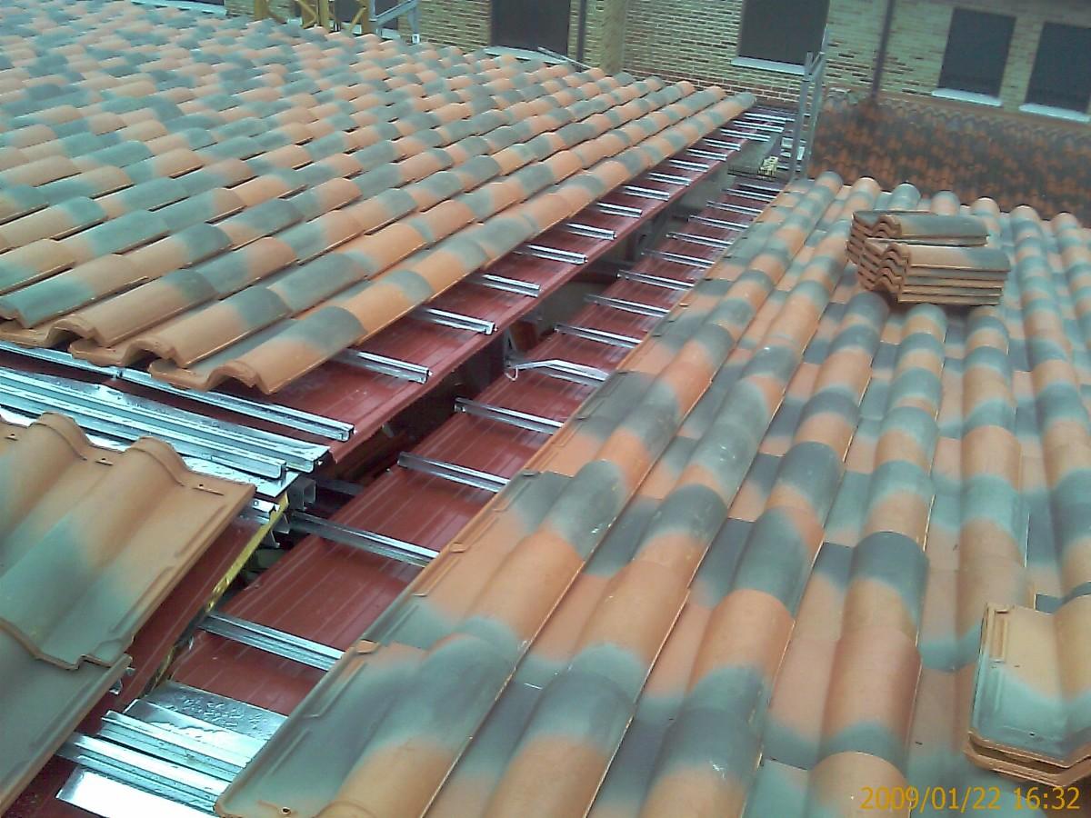 Foto cubierta de estructura ligera panel aislamiento y for Chapa imitacion teja sin aislamiento