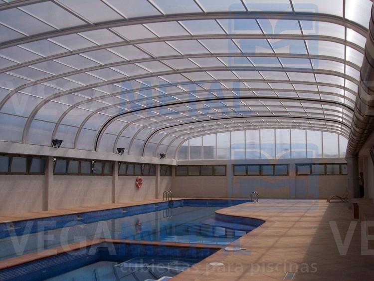 Foto cubierta para piscina de vegametal cubiertas para for Piscina cubierta zaragoza