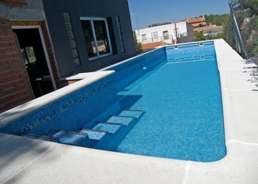 Foto cubierta para piscina de bombas riego y piscina for Piscina cubierta zaragoza