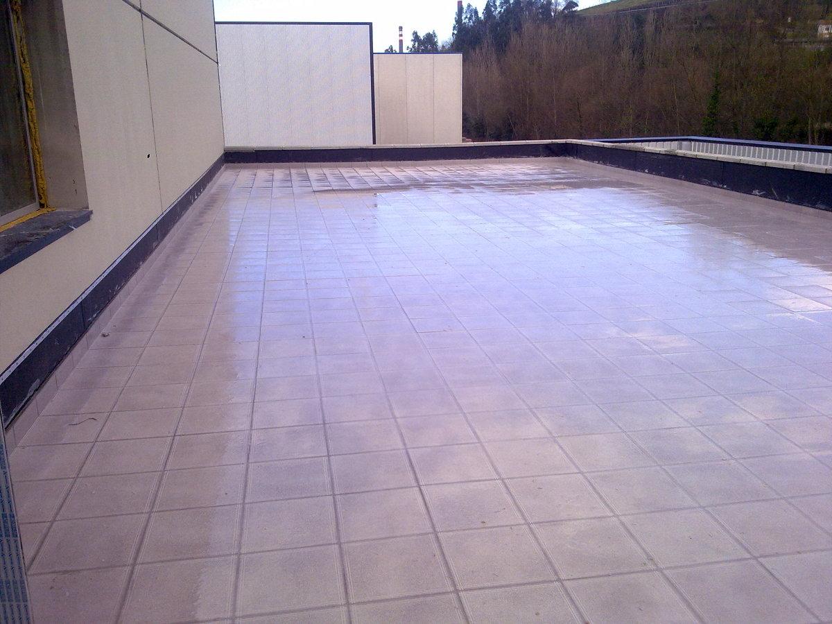 Foto cubierta transitable de construcciones san juan for Cubierta piscina transitable
