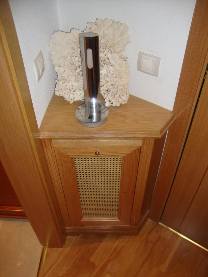 Foto cubrerradiador con forma de carpinteria ebanisteria - Muebles campillo madrid ...
