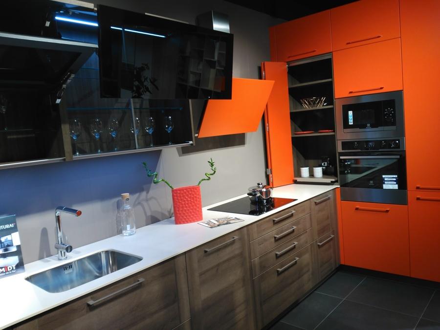 Cocina groove con laca tangerine