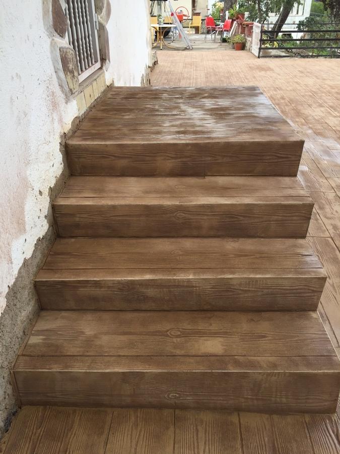 Foto escaleras imitaci n madera de mariano 1721226 - Peldanos escalera imitacion madera ...