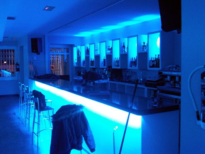 Foto decoracion de locales barra de cafeterias de - Iluminacion de bares ...