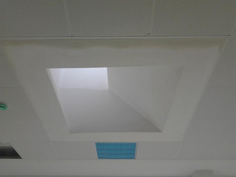 Foto decoracion de techo con salida hacia claraboya de - Claraboyas para techos ...