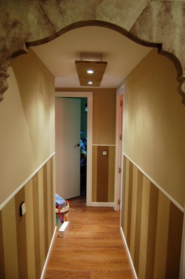Foto decorado de pasillo y elaboracion de lamparas de for Imagenes de techos decorados
