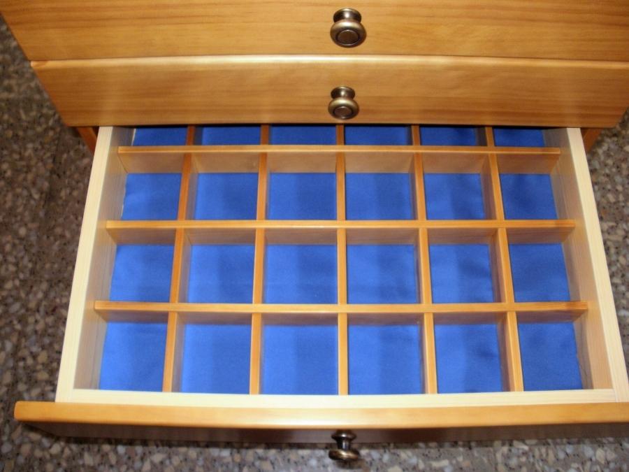 Detalle cajón compartimentado para joyero