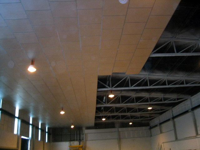 Foto detalle de montaje de falso techo de panel de aluminio 1 20 x 1 20 de aislamientos aisland - Hacer falso techo ...