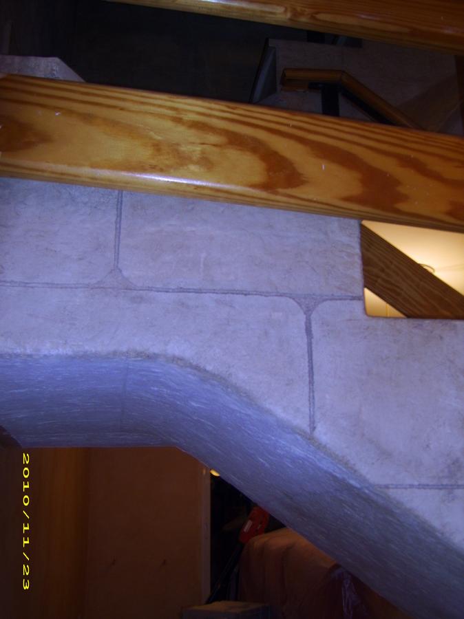Detalle decorativo en bajo escalera