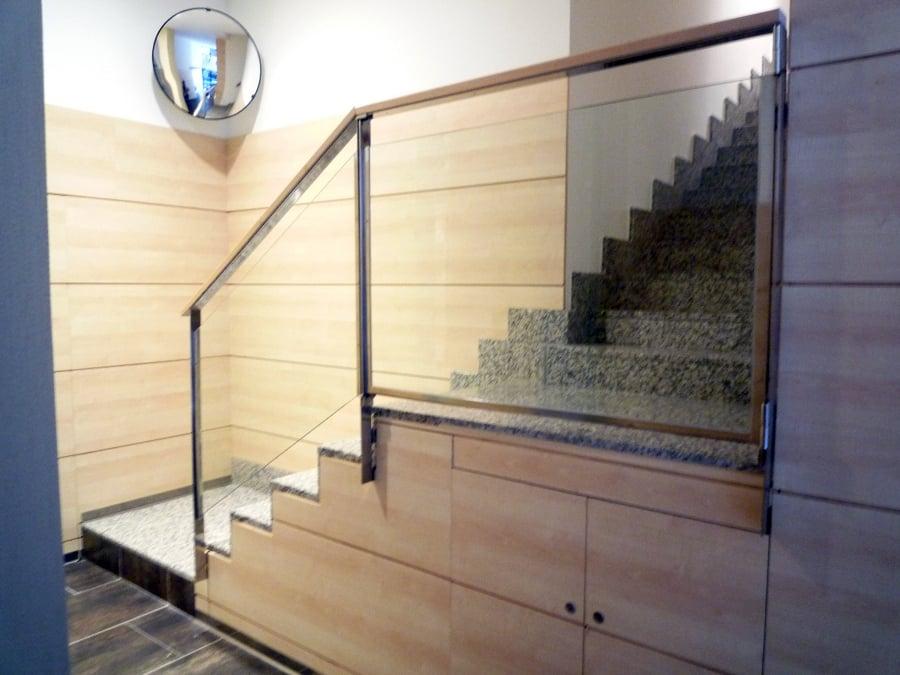 Foto detalle escalera con el revestimiento de friso en arce de erosotegi s l 334832 - Revestimiento para escaleras ...