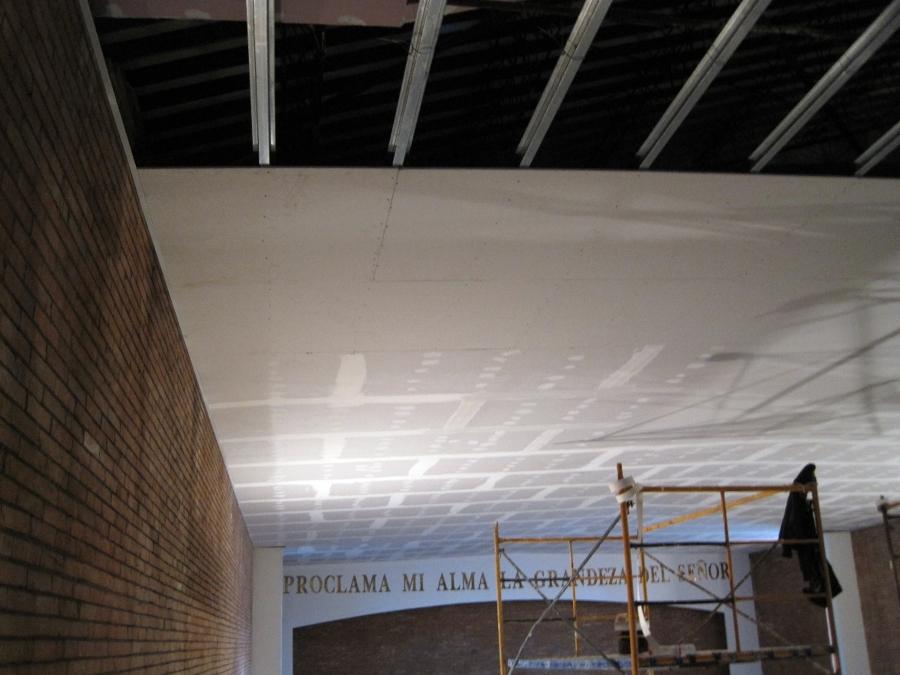Foto detalle falso techo continuo de yeso laminado de for Falso techo rustico