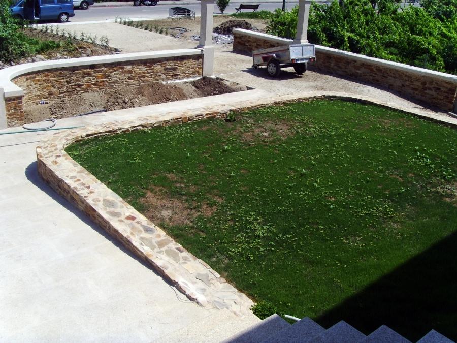 detalle jardín de acceso