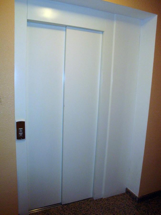 Detalle puerta rellano