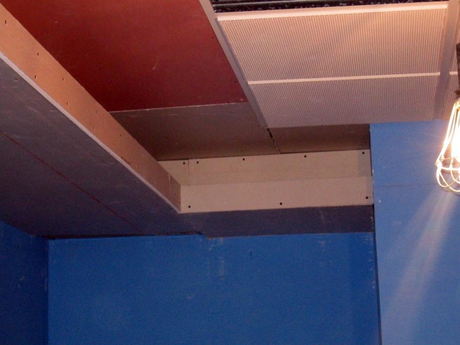 Detalle remte de techo con yeso laminado y candelero