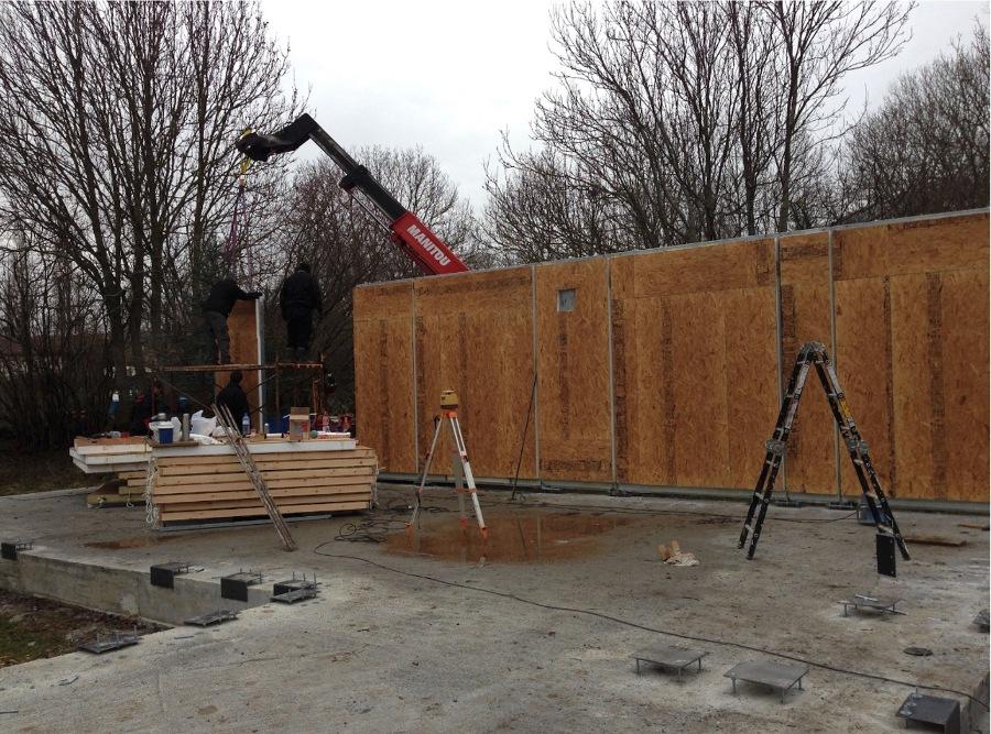 Día 1 de montaje de paneles perimetrales
