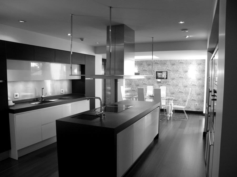 Foto dise o cocina vivienda unifamiliar de indoorstudio for Cocinas hergom catalogo